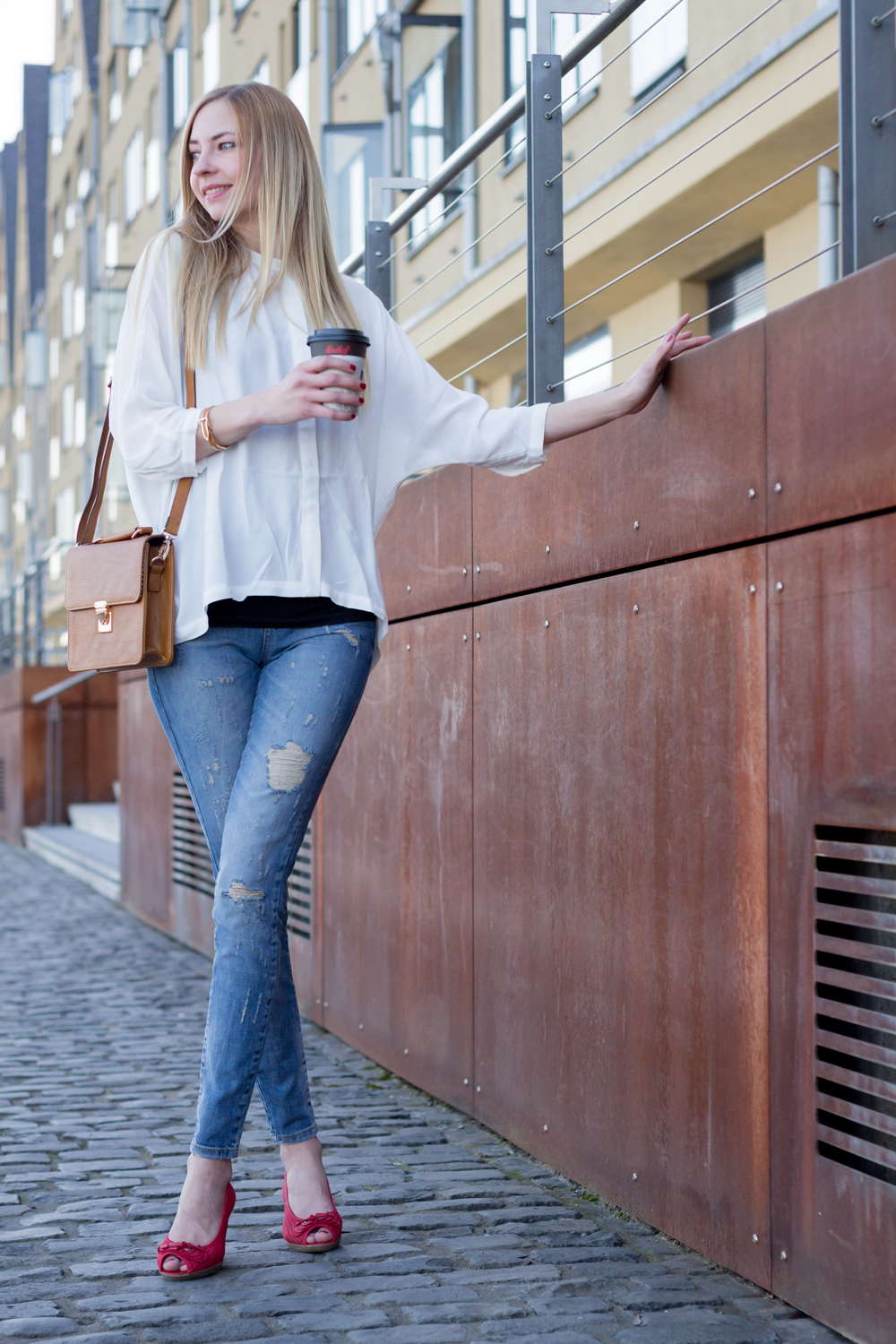 Casual Look - distressed jeans from Noisy May Lucy & white blouse from asos