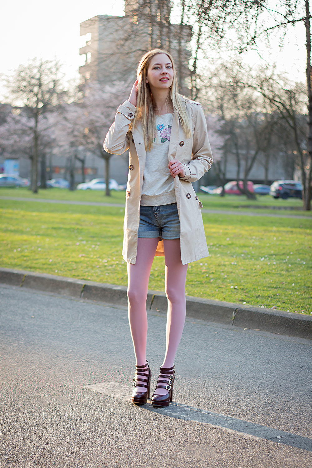Trench coat & platforms & spring