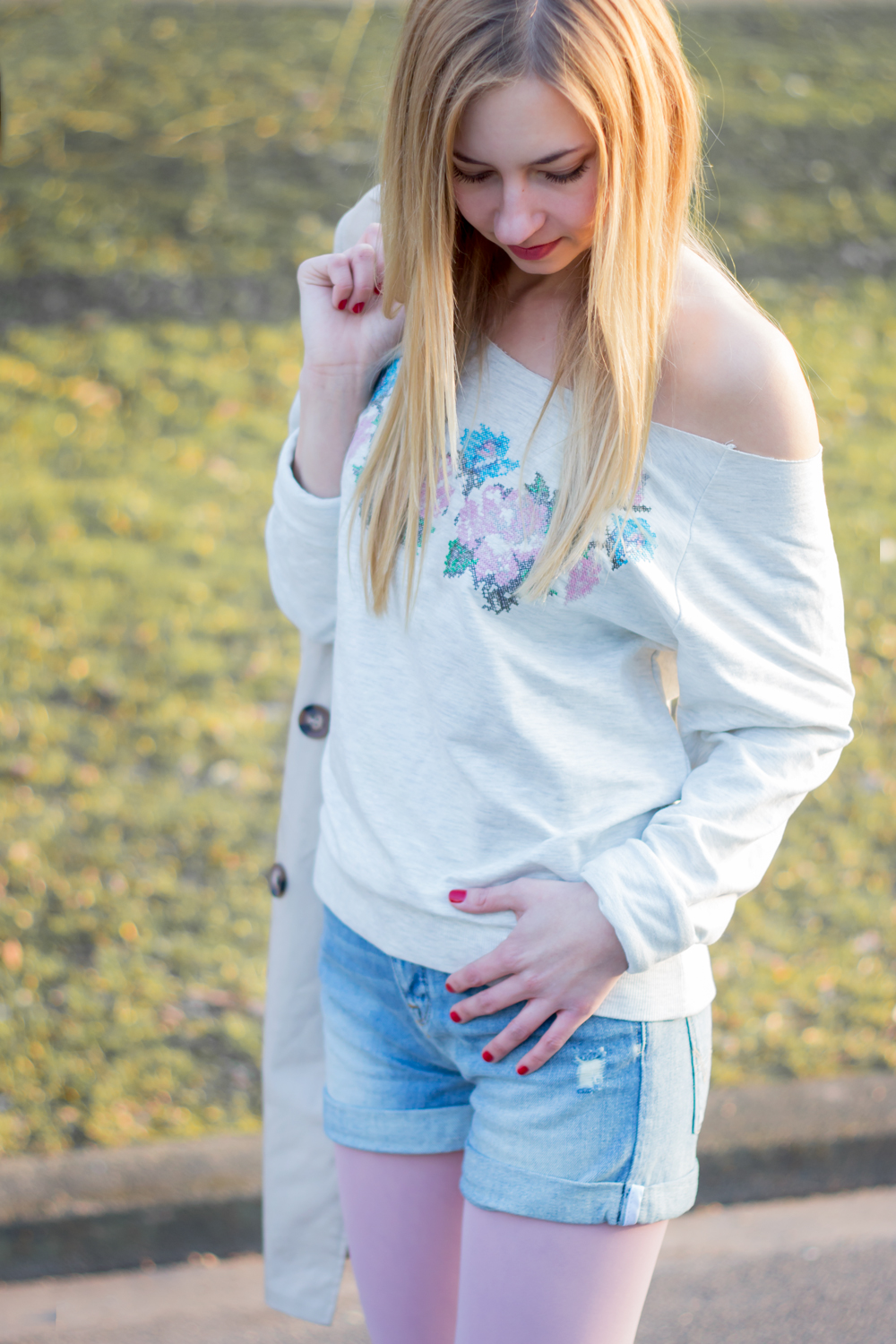 Spring Look: trench coat, denim shorts & sweater