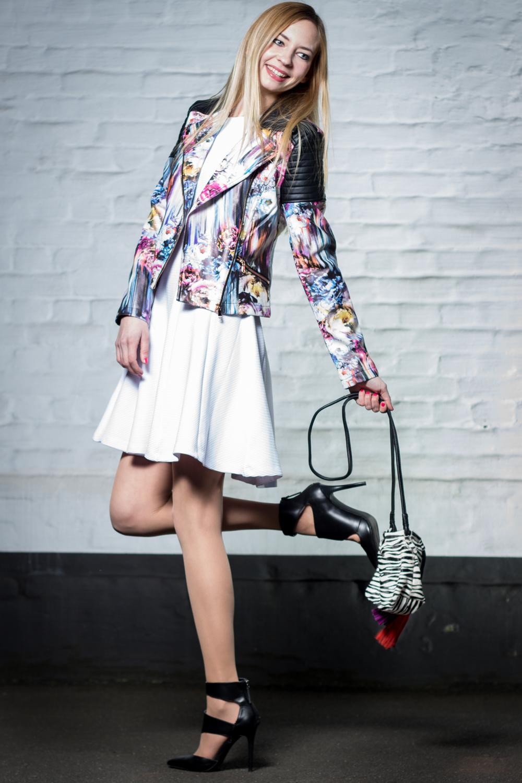 Biker Jacke mit Blumenmuster, Skaterkleid, Ankle Boots & Zebra Tasche // floral print biker jacket, skater dress, ankle boots & zebra bag