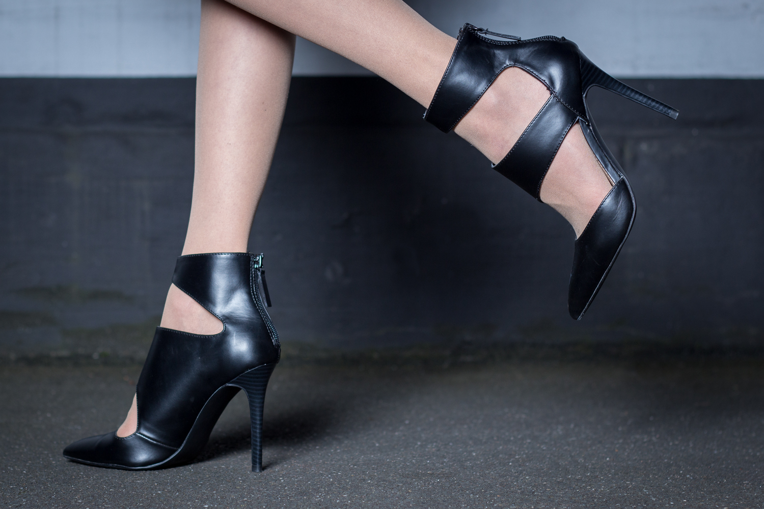 """spitze Ankle Boots mit """"Cut Out""""-Look // black ankle boots with pointed toes and cut-out details"""
