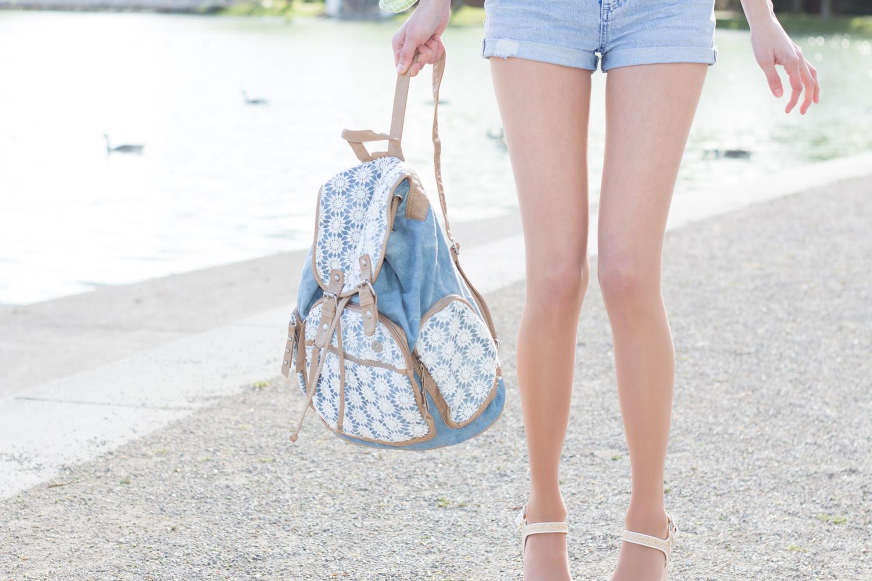 Rucksack im Batik-Jeans-Look mit Häkeldetails // denim backpack with batik effect and embroidered details