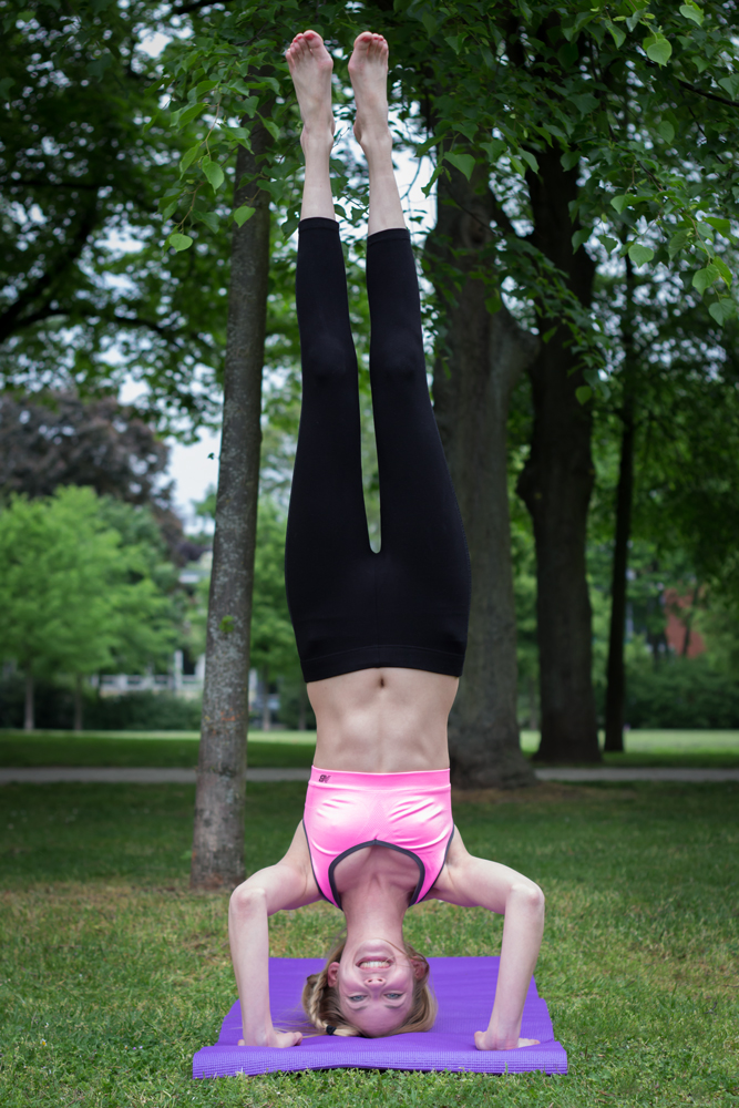 Der Kopfstand. Yeah! // The headstand. Yay!