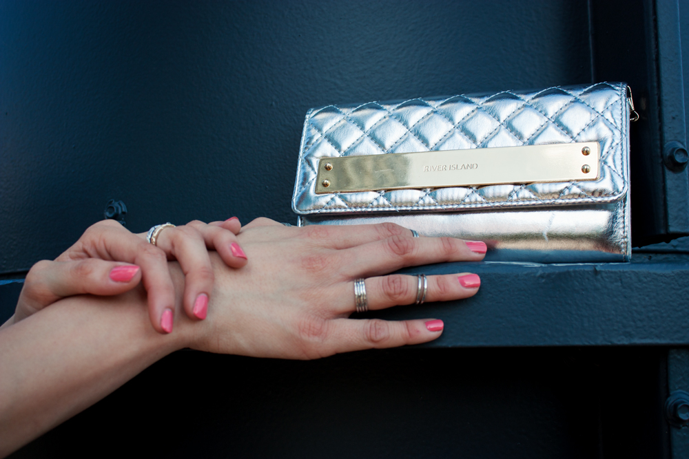 Knuckle Rings and Clutch