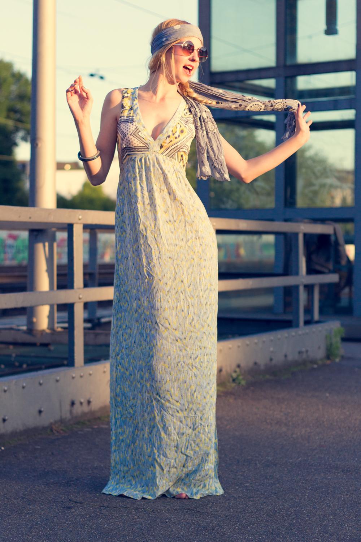Hippie Chic Maxi dresses: Maxidress, Stirnband und Sonnenbrille // maxi dress, headband & sunnies