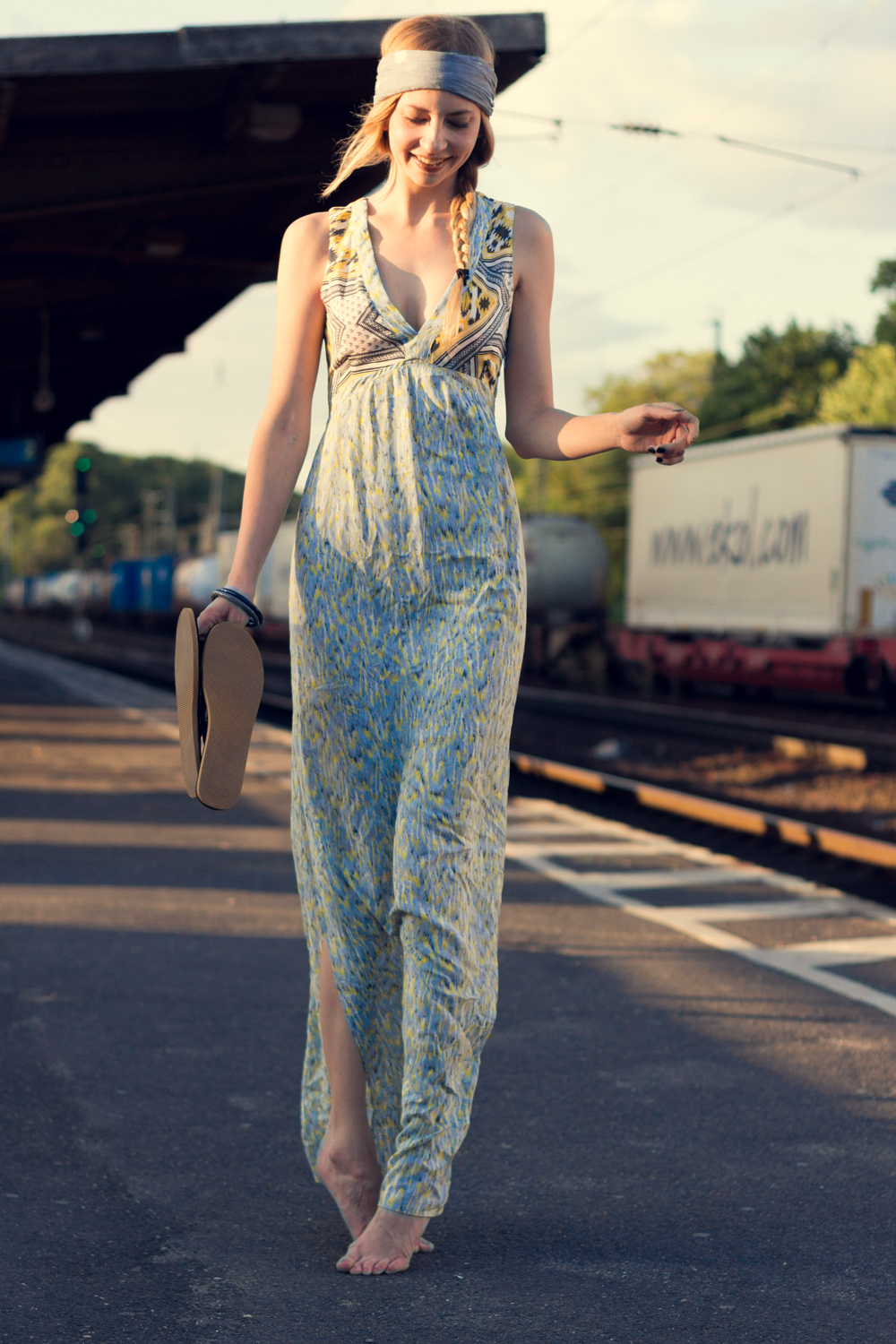 Hippie Chic Maxi Dresses Maxikleid, Flip Flops & Stirnband // maxi dress, flip flops & headband