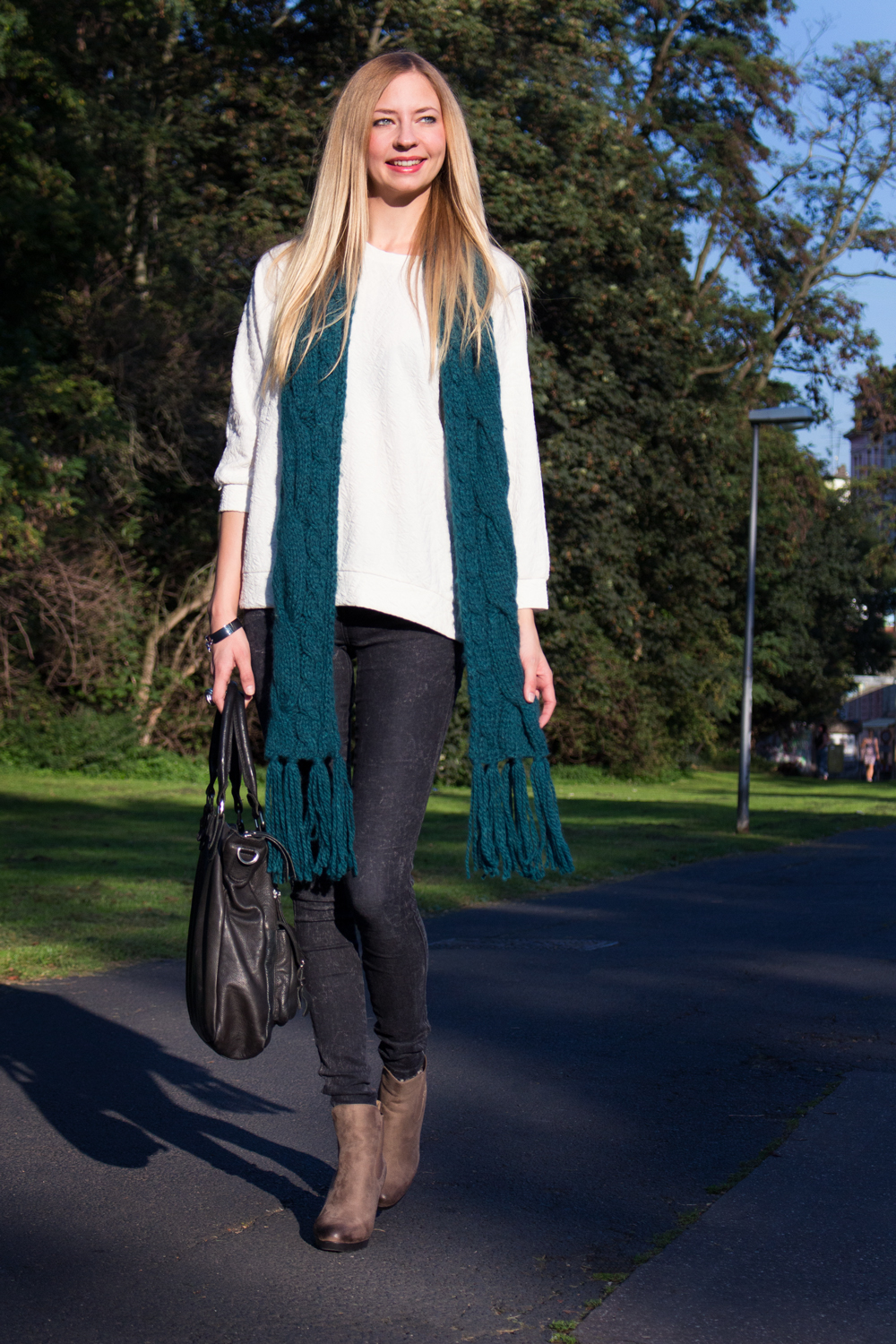 wide sweater, jeggings, ankle boots, scarf
