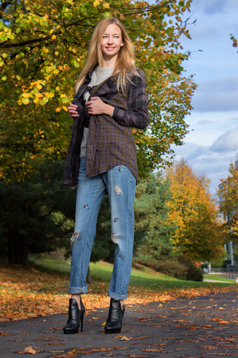 Boyish Charme: boyfriend jeans & ankle boots by Zara, sweater by Sugarhill, checked flannel shirt by Blend She