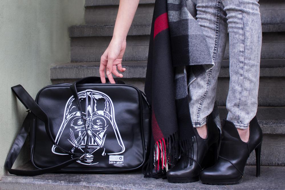 details: Star Wars bag by Logoshirt & high heels by Zara