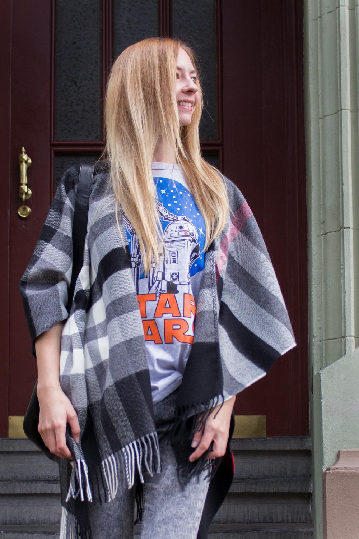 details: Star Wars shirt by Logoshirt & cape by Fras