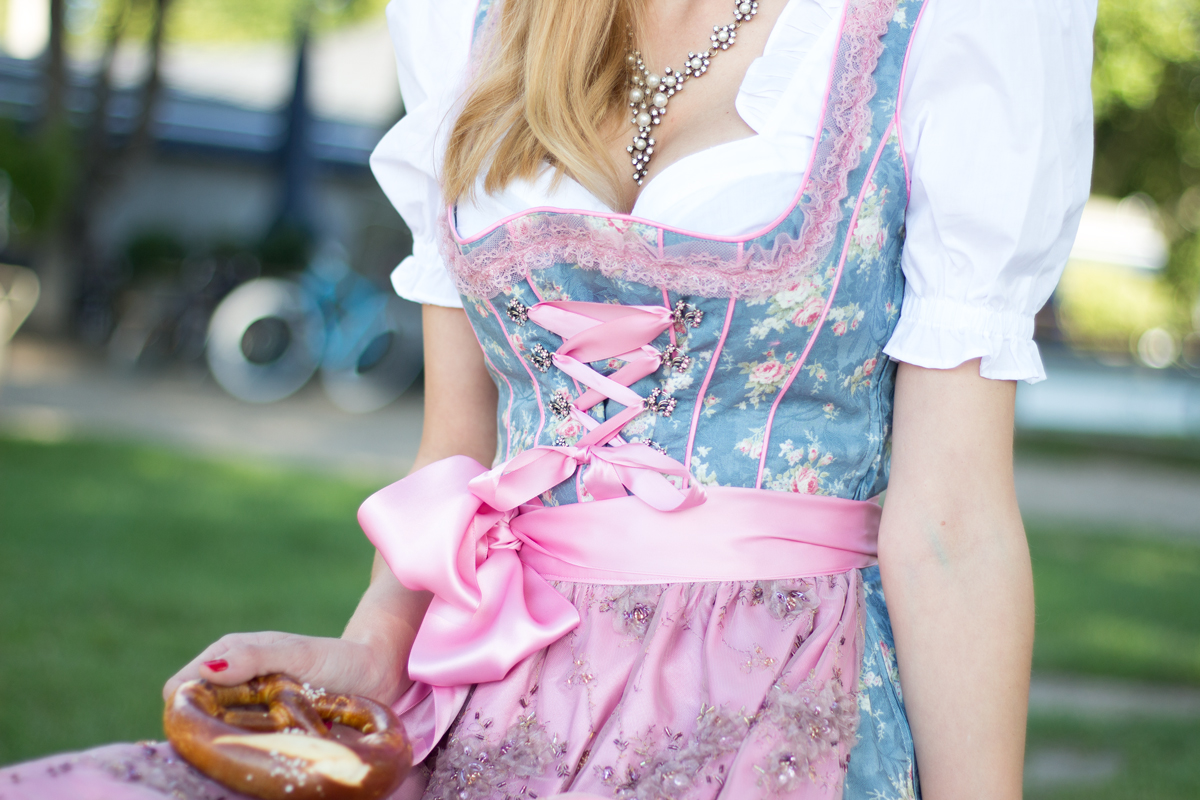Dirndl Trend & Oktoberfest 2015 Facts II How I met my outfit II photos: Benedikt Napolowski