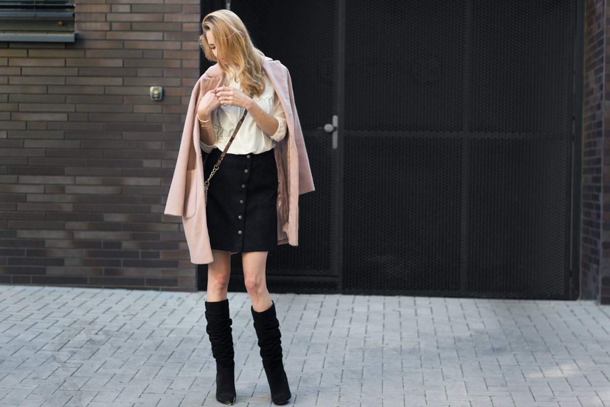 Oversized Coat, Boots & Skirt II How I met my outfit