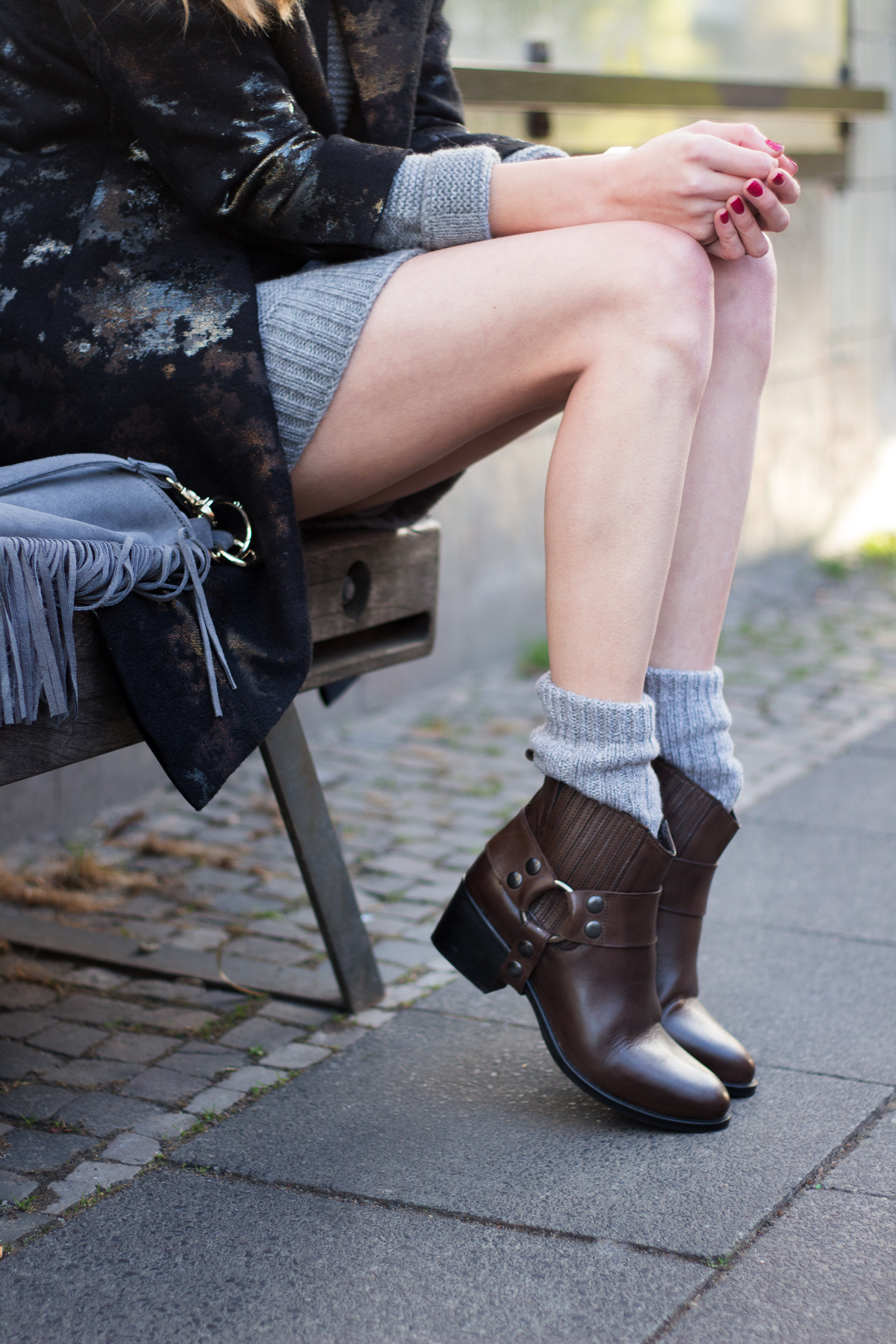 Grey Knit Dress & Fall Boots - How I met my outfit by Dana Lohmüller