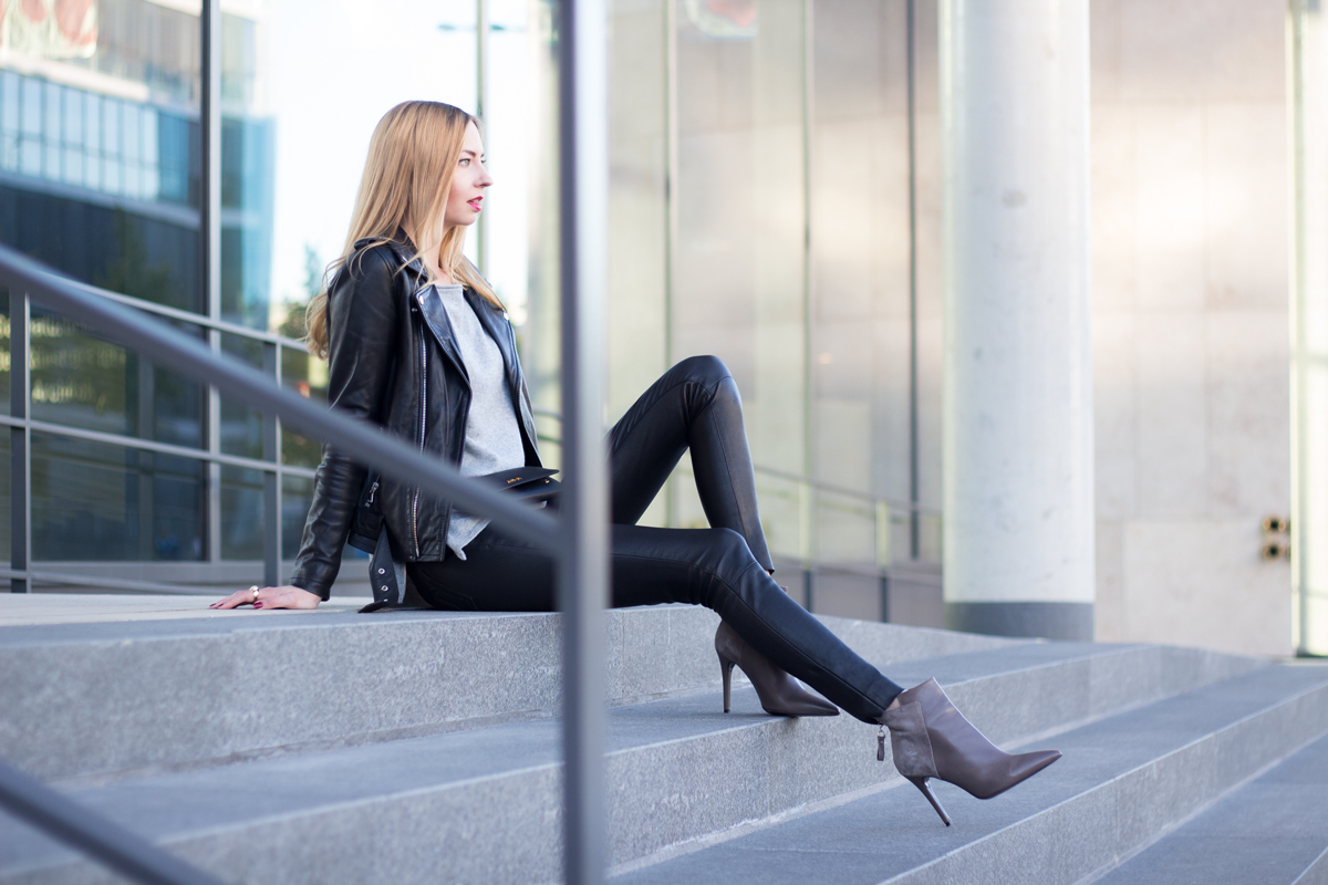 Black, Grey & Leather II How I met my outfit by Dana Lohmüller