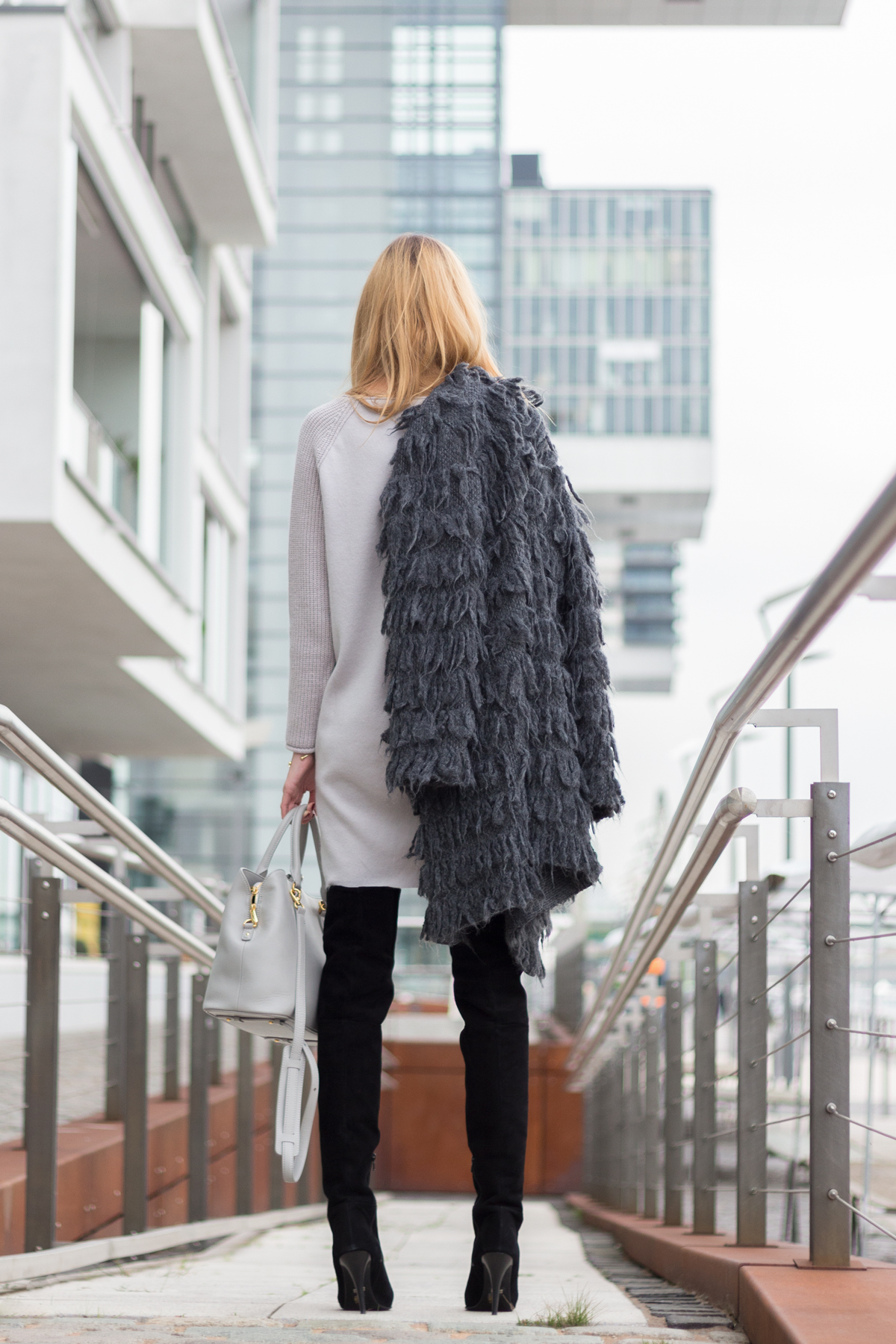 Furry Coat & Overknees II How I met my outfit