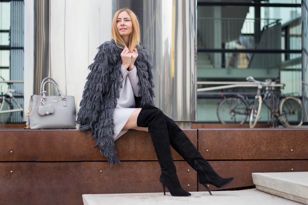 Furry Coat & Overknees II How I met my outfit by Dana Lohmüller II photos: Benedikt Napolowski