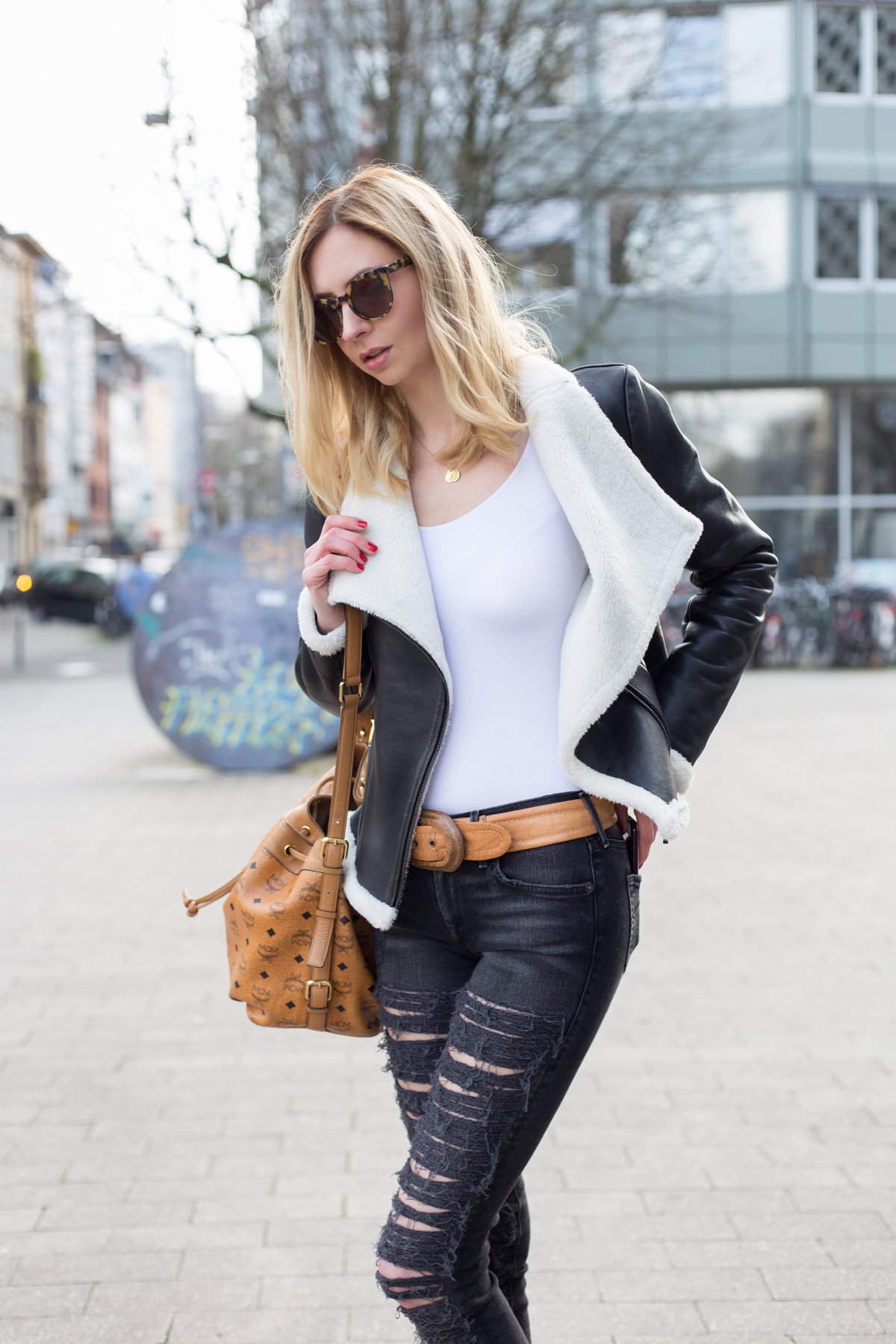 Destroyed Jeans & Leather I MBFW Berlin I How I met my outfit by Dana Lohmüller