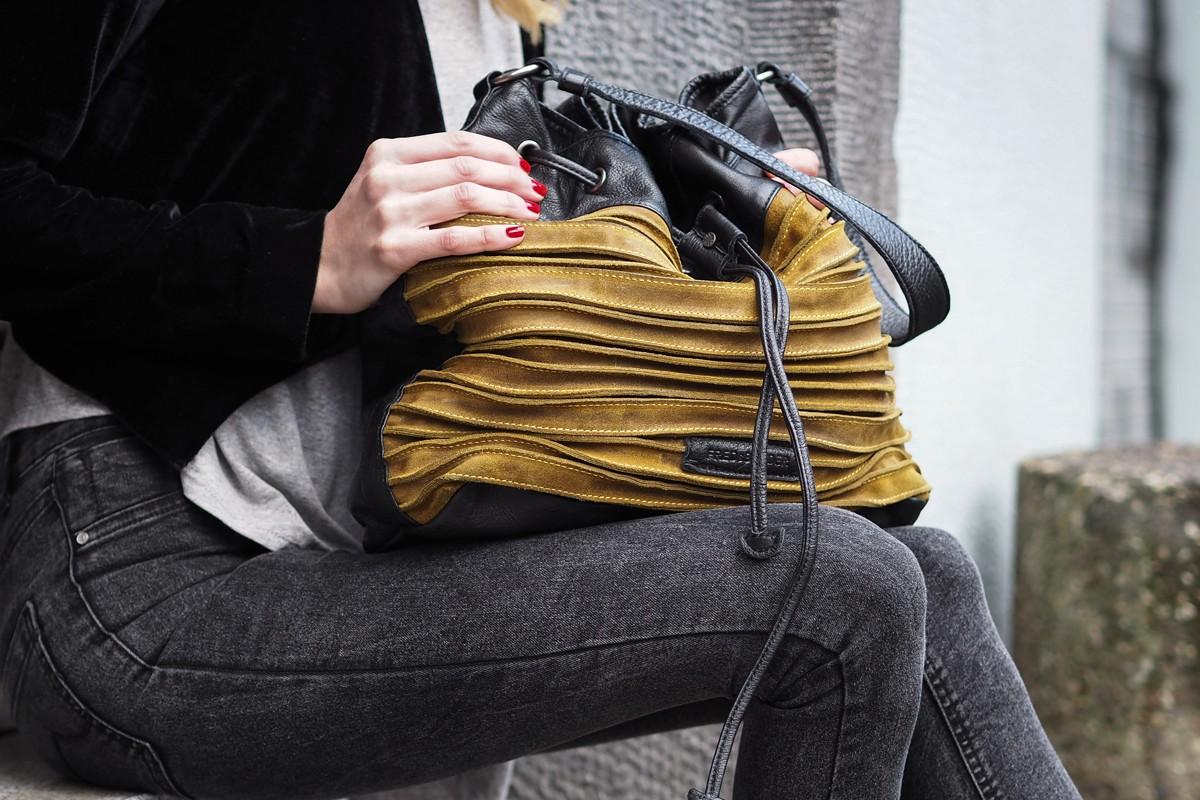 Day 3 | Leather Bag by FREDsBRUDER | Blogger Adventskalender 2016| How I met my outfit by Dana Lohmüller