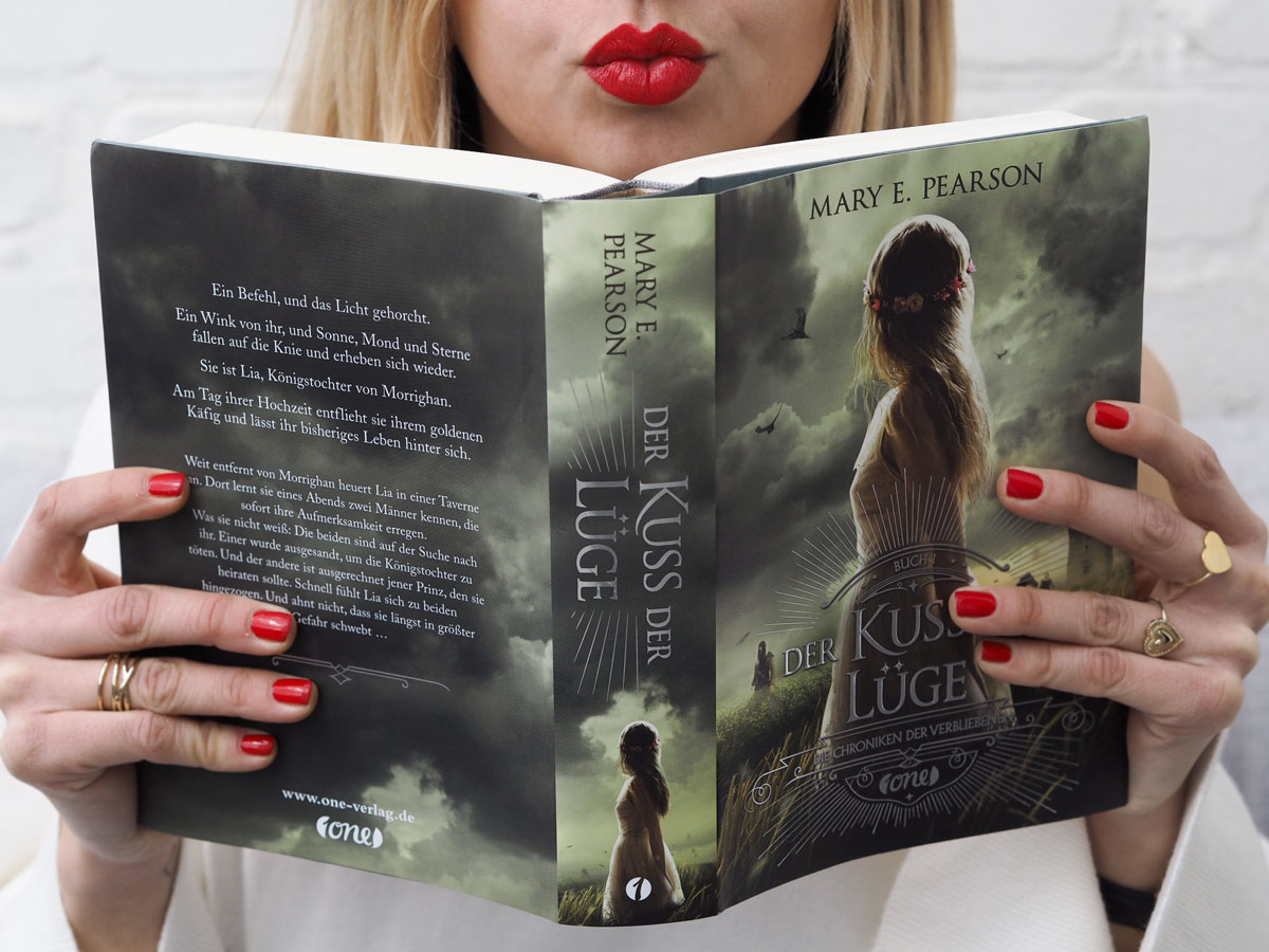 Der Kuss der Lüge | Buchvorstelleung | How I met my outfit by Dana Lohmüller